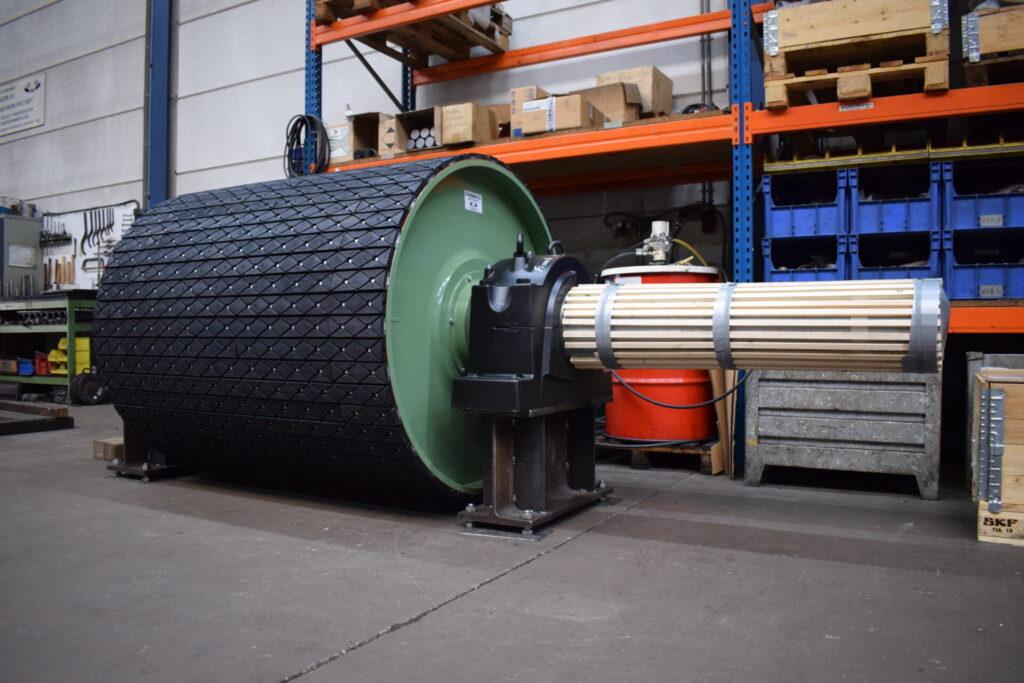 Stokman BV ontwerpt, bouwt en installeert diverse typen transportband trommels voor heavy duty bulk handling transportsystemen.
